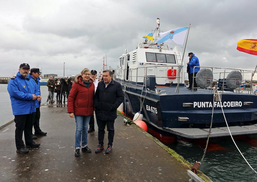 Rosa Quintana, en la visita a Ribeira con motivo de la entrega de la nueva embarcación de Guardacostas de Galicia.