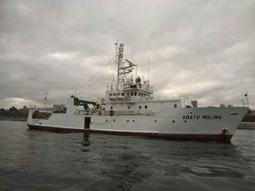 """Buque oceanográfico de investigación científica de Chile """"Abate Molina""""."""