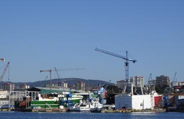 Astilleros en la ría de Vigo.