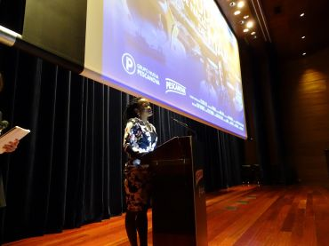 """Nelago Kwedhi, protagonista de """"La Ciudad que nació del mar"""" durante el estreno del documental en Vigo."""
